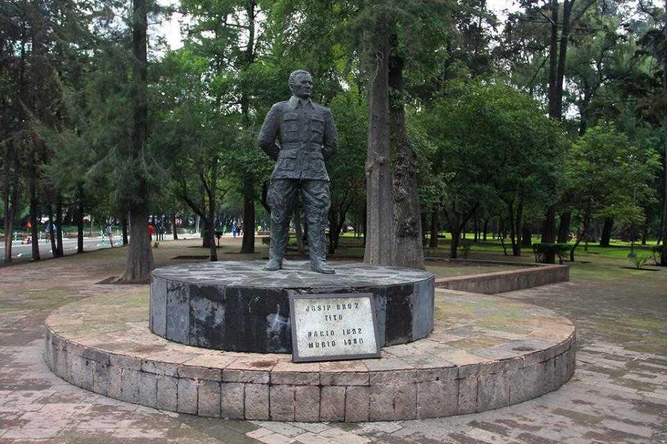 TITOV SPOMENIK - Mexico City