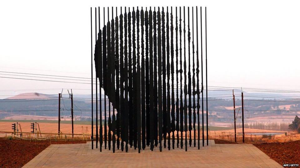 Spomenik Nelsonu Mandeli